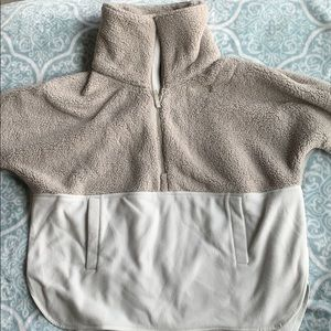 The North Face light brown/white pull over Sherpa